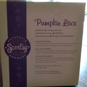 PUMPKIN LACE SCENTSY NEW NEVER USED WARMER